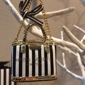 Heneri Bendel Ornament